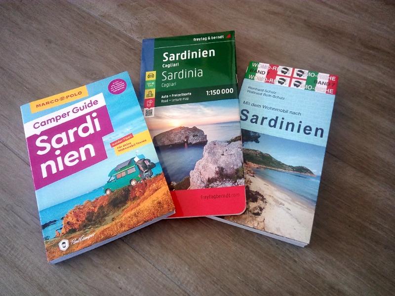 Buch-und-Karten.jpg